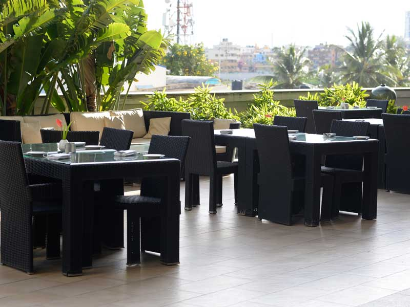 poolside restaurants in bangalore - zuri whitefield