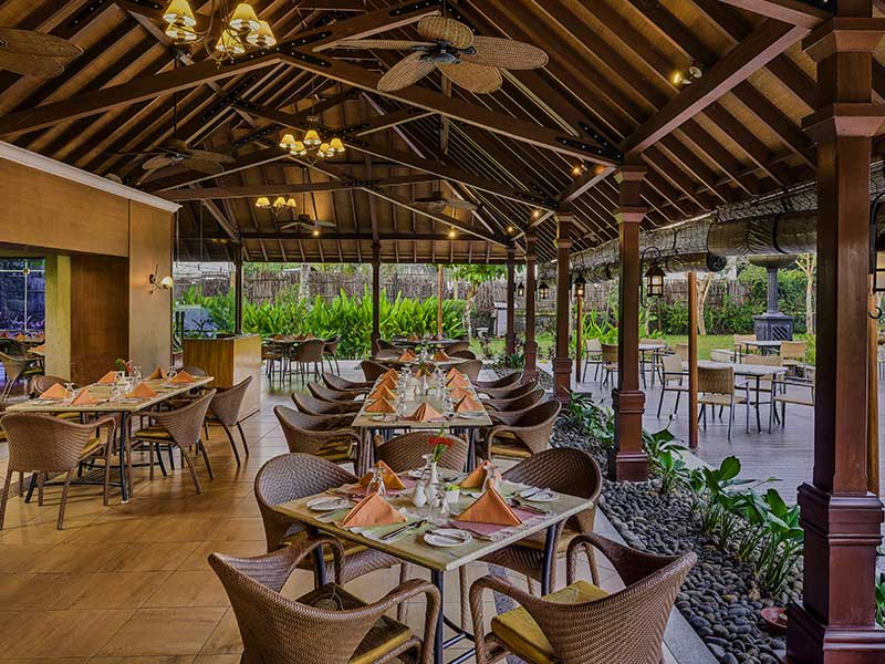 luxury dining restaurant in zuri kumarakom