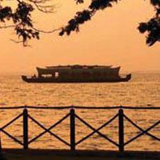 boat ride in vembanad lake by zuri kumarakom resort