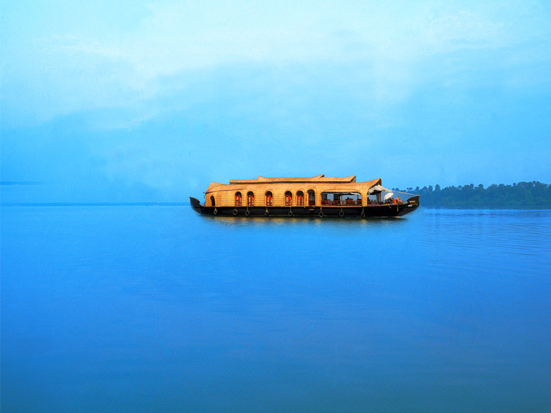 honeymoon packages offers at zuri kumarakom resort