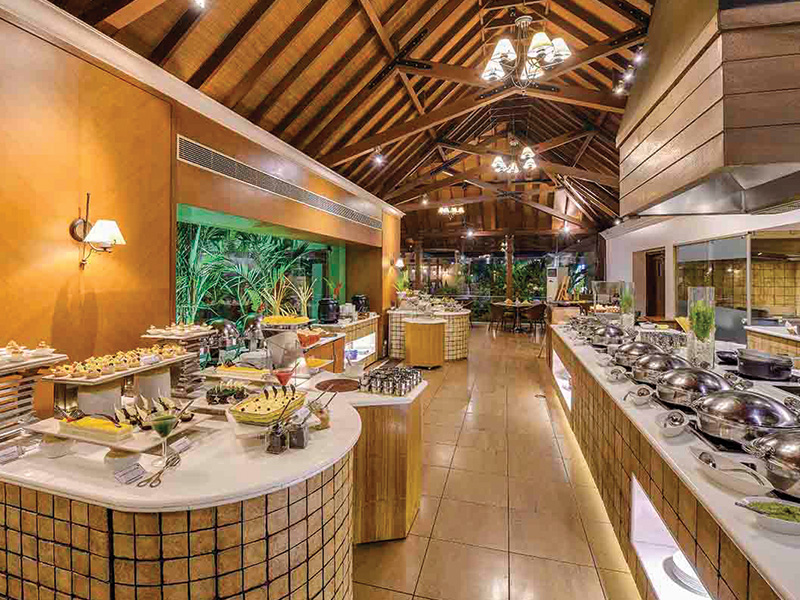 buffet restaurant in zuri kumarakom